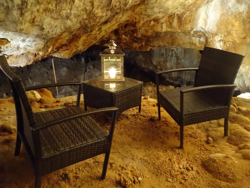 j 39 ai test dormir dans une grotte en ard che playing the world. Black Bedroom Furniture Sets. Home Design Ideas